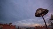 テラスから見るプラハの街並み。照明はきのこの形