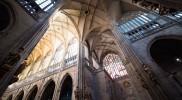 この大聖堂のために「網目ヴォールト天井」が考案された