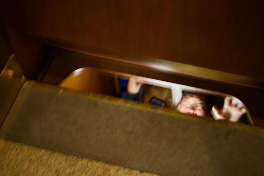 扉はなく、地下に降りて行く