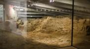 ミュージアムの地下には城の城門跡の遺跡が残る