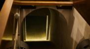 祭壇の下には階段が、降りていいの!?