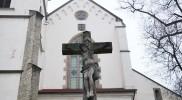 聖堂参事会教会前のキリスト像