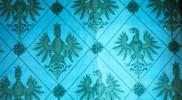 壁紙に描かれているのはリヒテンシュタイン公国の紋章にも描かれている鷹と女性の顔をした鷹