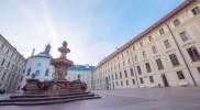 第二の中庭。正面の建物が大統領府で旗が出ているため大統領がいる模様