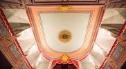 天井にはハープのモチーフ