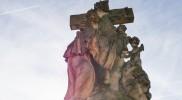 橋の上にあった王道のキリスト像