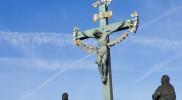 ブロンズの十字架像