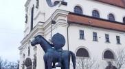 「馬」と言う名の像。下から見上げると珍景が。