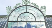 ガラス作りの温室。