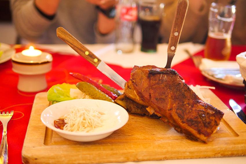 チェコ伝統料理の豚肉のロースト!