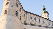 ロマネスク、ゴシック、ルネッサンス、バロックと一通りの建築様式を遷移したミクロフ城