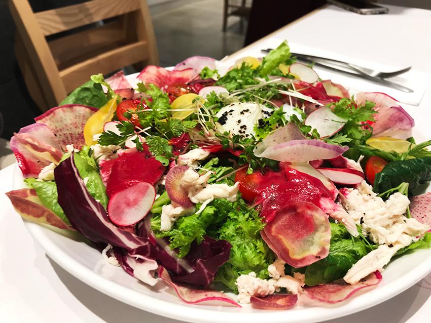 「減圧処理」によって野菜のおいしさを最大限引き出したサラダ