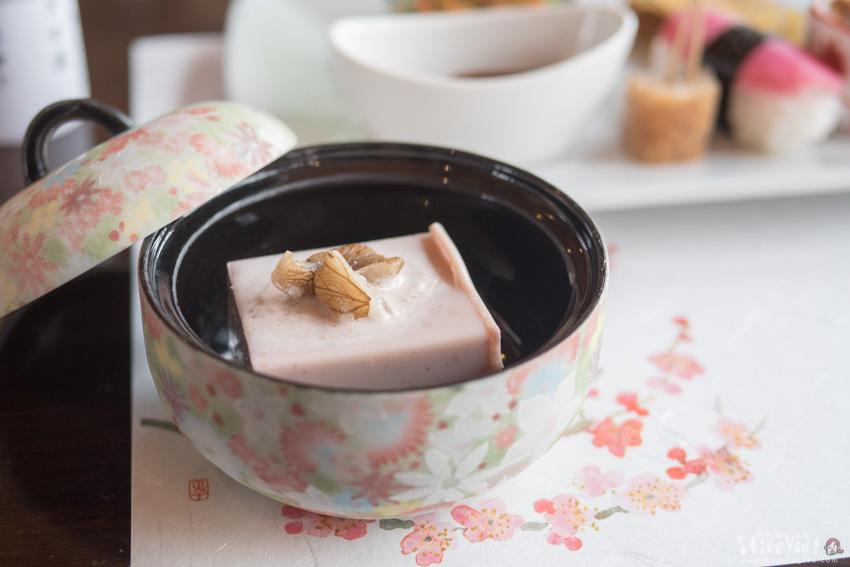 「最初にお召し上がりいただけるとうれしい」とサーブされたのは金山町湯倉産胡桃でつくったくるみどうふ